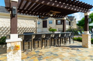 Apartments in Katy, TX - Outdoor Pergola & Bar
